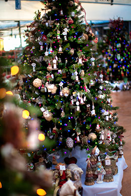 Your best poinsettia christmas tree and christmas decor store in pre lit artificial christmas tree solutioingenieria Choice Image